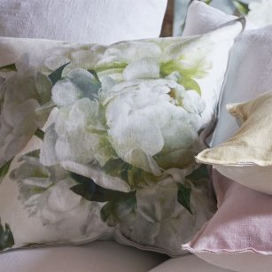 Designerpude Peonia Chartreuse by DesignersGuild