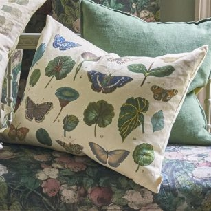 Designerpude A Leaf and butterfly study linen by John Derian