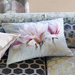 Designerpude Yulan Magnolia by DesignersGuild